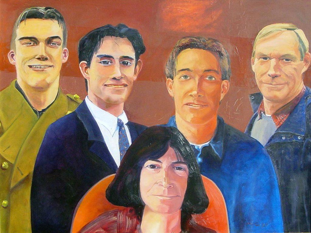 Vier mannen en een vrouw in oranje stoel. Engelsrode achtergrond. Portret gemaakt in het laatste jaar dat alle jongens nog thuis woonden. Lege nestschilderij.