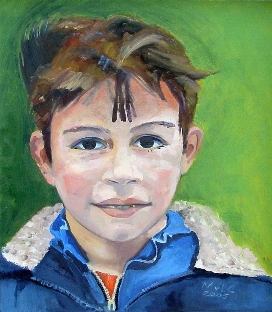 Jongensgezicht met groene achtergrond.