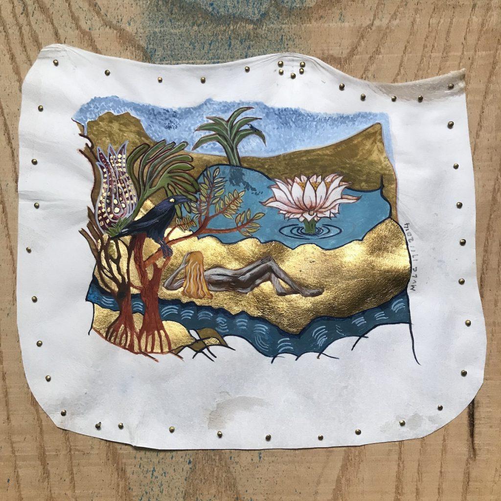 AltTekst: op Perkament geschilderd Landschap. Liggend naakt op de rug gezien. Op eiland tussen twee soorten water. Een Waterlelie uit het meer. Een boom met wonderlijke Bloem en een Kraai op de Voorgrond.